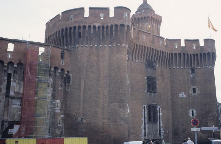 porte de ville appelée Le Castillet, actuellement musée Casa Pairal