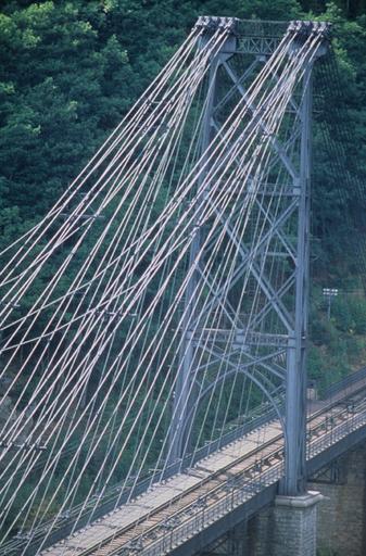 pont Gisclard et stèle commémorative