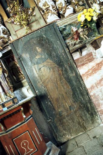 retable du maître-autel, tabernacle, statues (2) : saint Jacques le Majeur, saint Pierre, bas-relief : décollation de saint Jean-Baptiste (la), portes (2)