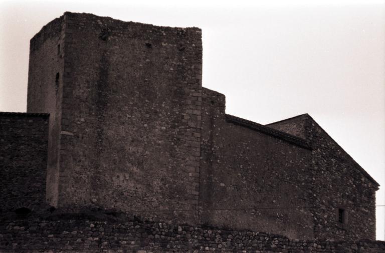 château et enceinte fortifiée (vestiges)