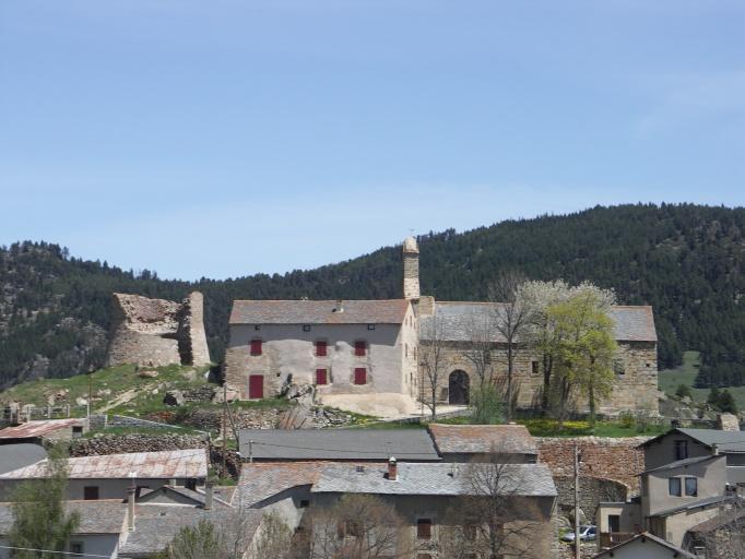 église paroissiale Saint-Vincent;tour du Capil;vestiges du castrum de la Llagonne