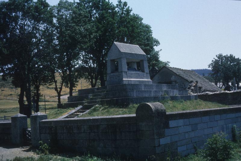monument commémoratif de Duguesclin, à l'Habitarelle