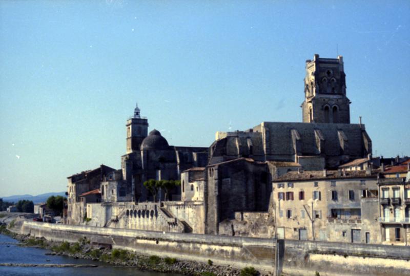 église Saint-Pierre (ancienne) ; église Saint-Saturnin