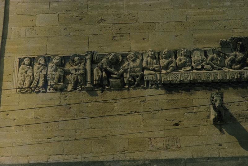 11 bas-reliefs : scènes de la Passion du Christ