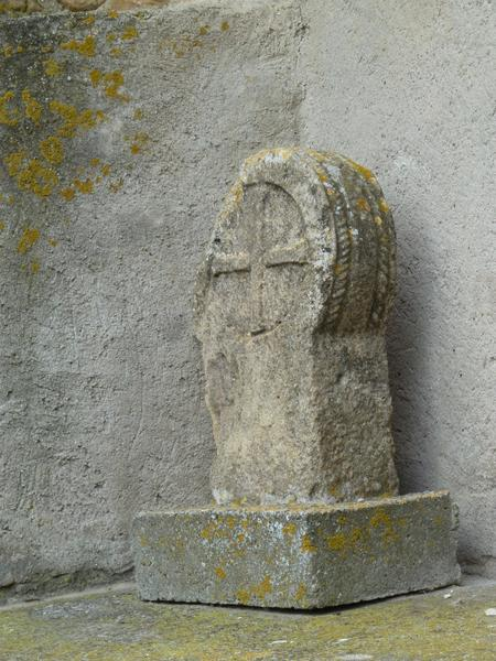 Église paroissiale ; croix de cimetière