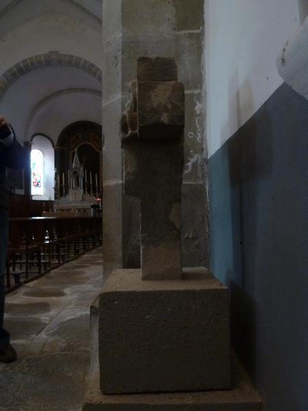 Croix de chemin ; église paroissiale