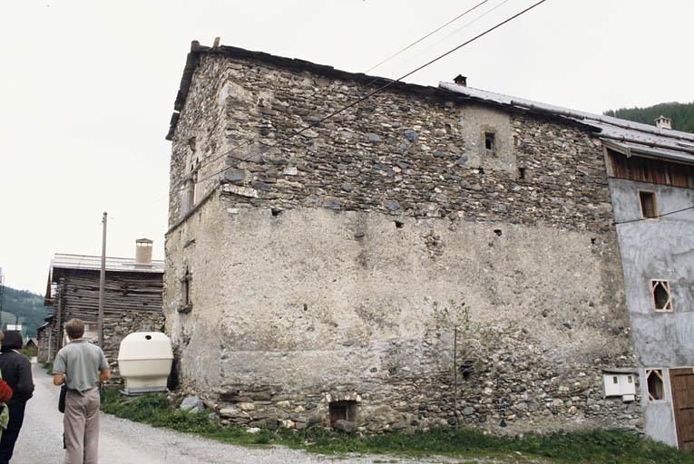 maison du 15e siècle à fenêtre géminée