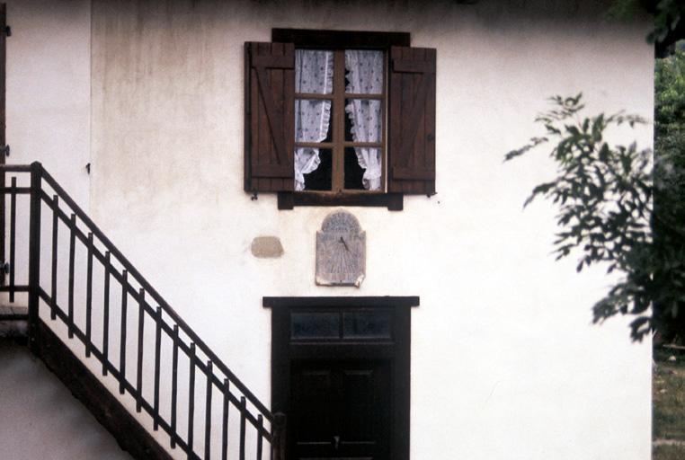 Horloge publique, cadran solaire en pierre