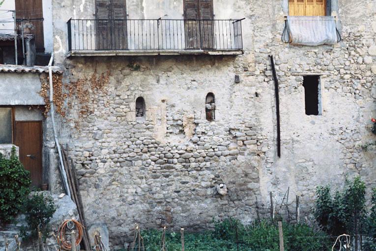 Maison à soubassement médiéval