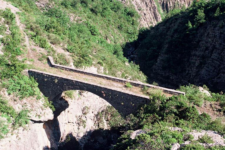 Pont modene sur la Roudoule