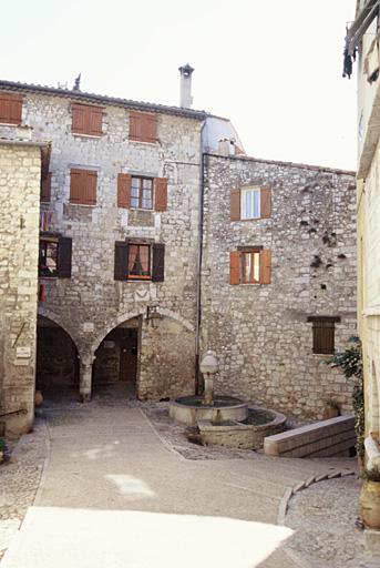 maison à passage couvert, dit loge à colonnes