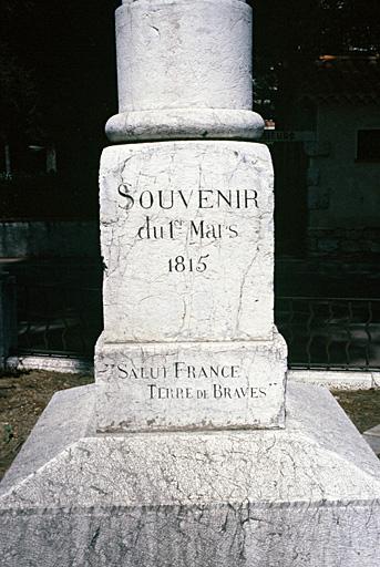 Colonne monumentale commémorative du débarquement de Napoléon