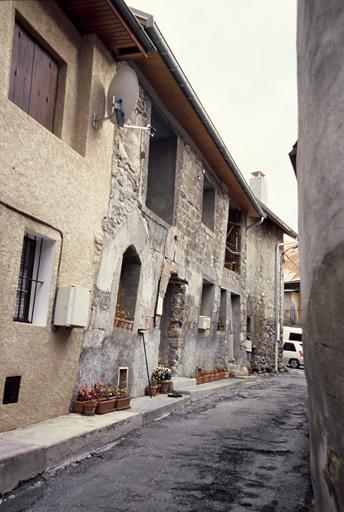Maisons aux abords de l'église