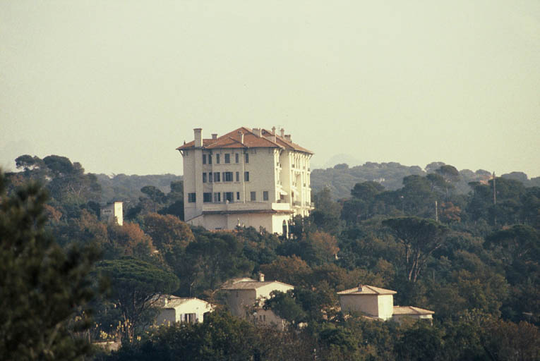 hôtel de voyageurs dit Grand Hôtel Coirié, actuellement copropriété le Logis de Valescure