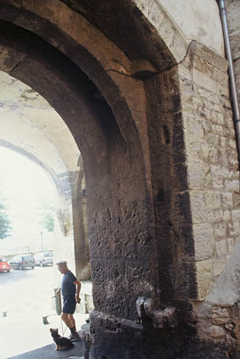 fortification d'agglomération, Porte Saint-Paul, première enceinte médiévale
