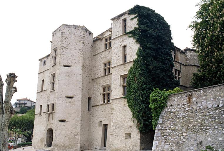 château (ancien), actuellement hôtel de ville