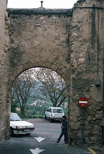fortification d'agglomération, enceinte urbaine, porte de l'enceinte