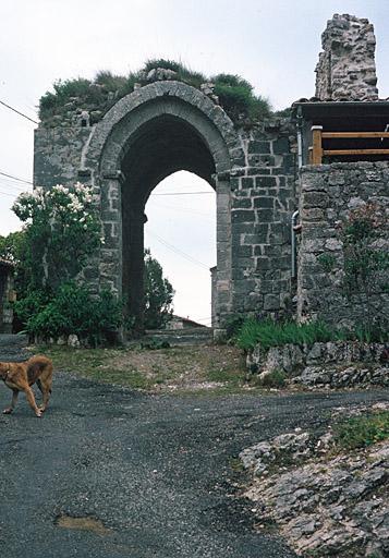 fortification d'agglomération, Porte Saint-Pierre ou rempart, enceinte urbaine