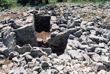 Dolmen et tombe en blocs de Mauvans Sud