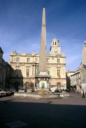 Fontaine de l'hôtel de ville (Obélisque)