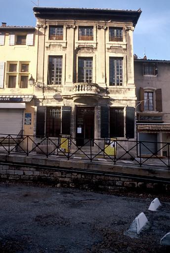 Maison dite ancien hôtel (Rencontres Internationales de la Photographie)