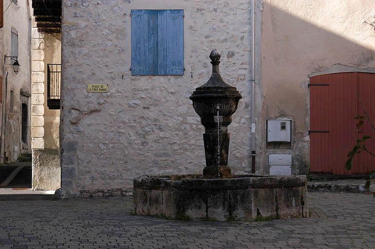 village, rues et portes