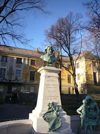 Monument commémoratif à Clovis Hugues