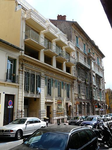 Immeuble à frises peintes
