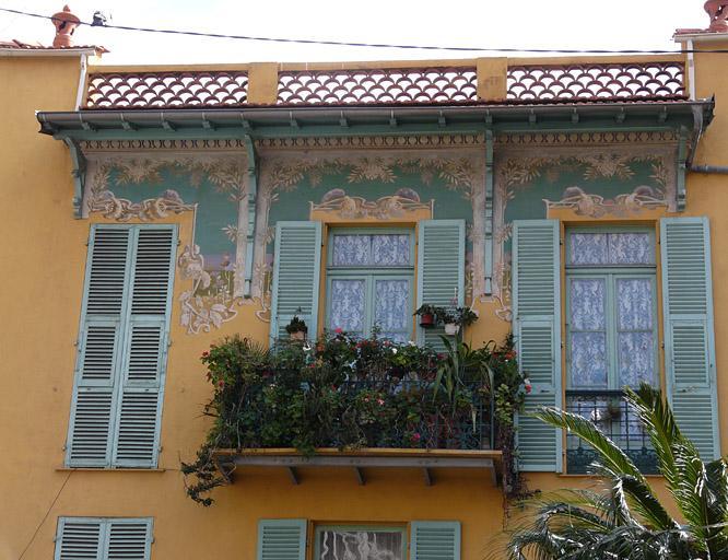 Maison à frise peinte