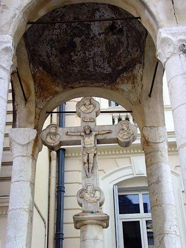 croix de marbre blanc