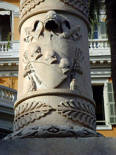 Colonne de marbre blanc