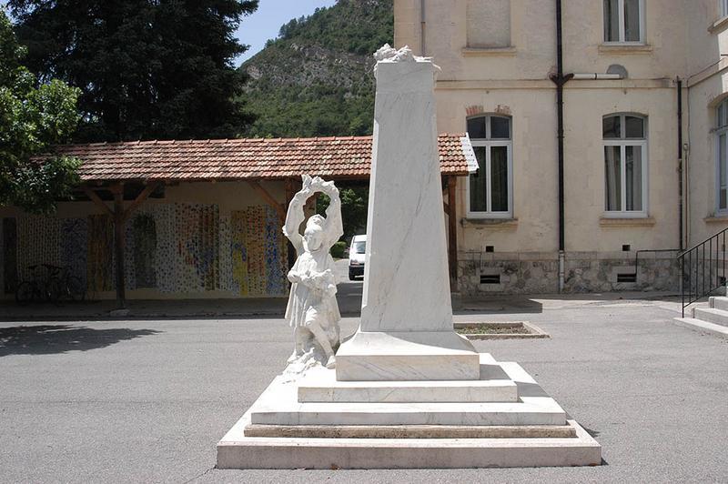 Monument aux instituteurs bas-alpins morts pour la patrie, IUFM