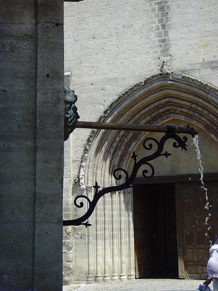 Monument aux quatre reines, monument à Marguerite de Provence, fontaine du Bourguet