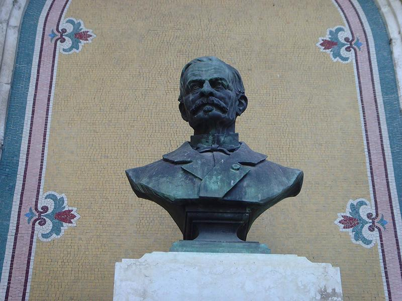 Monument à Léon de Berluc-Pérussi