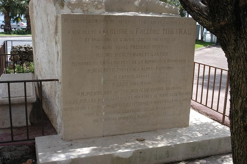Monument commémoratif à Frédéric Mistral