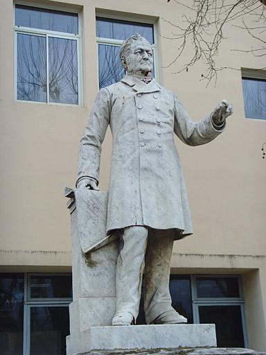 École nationale supérieure des arts et métiers, monument à Adolphe Thiers