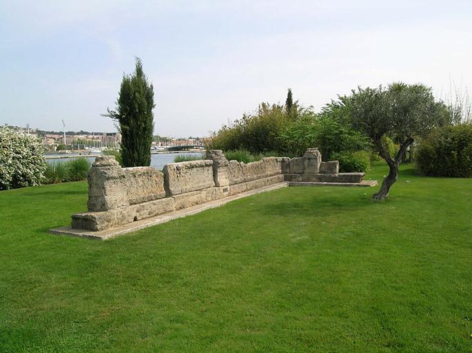 Temple païen (vestiges des substructions d'un petit temple autrefois situés dans le parc du château de Ponteau)