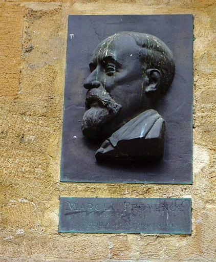 Fontaine d'Espéluque et monument à Marcel Provence