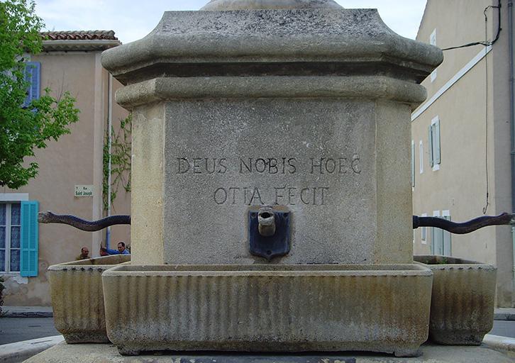 Monument à César Cadenet de Charleval
