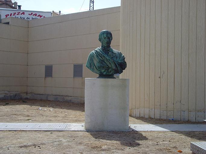 Monument commémoratif à Victor Delacour