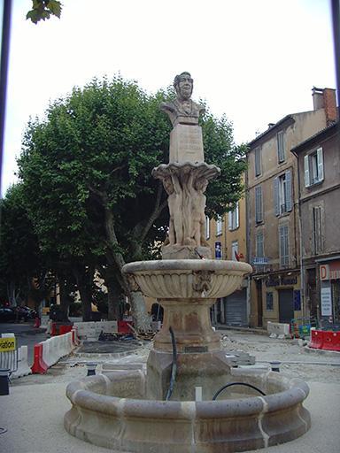 Monument au marquis de Gueydan, fontaine