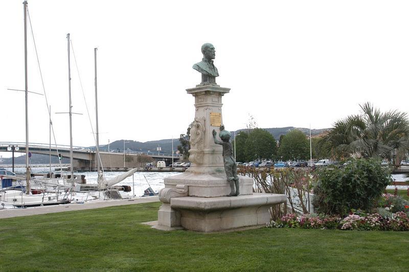Monument à Etienne Richaud