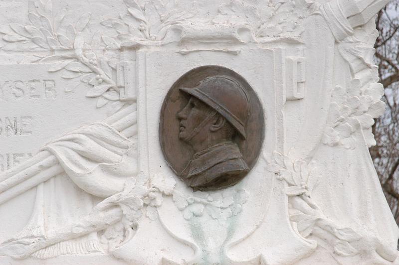Monument aux morts de la guerre de 1914-1918, monument aux morts de la guerre de 1939-1945