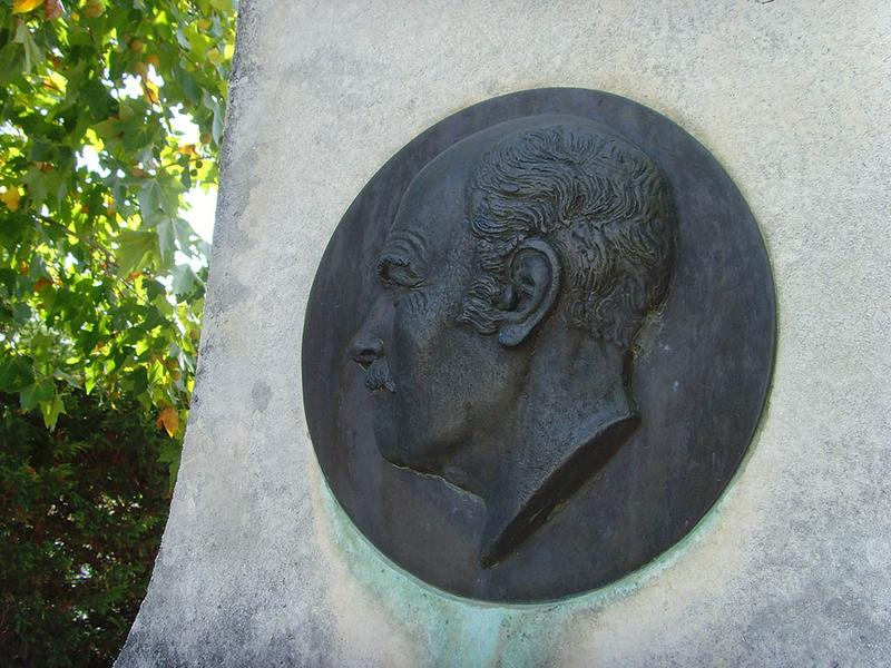 Monument au comte Hippolyte de Villeneuve-Flayosc, fontaine
