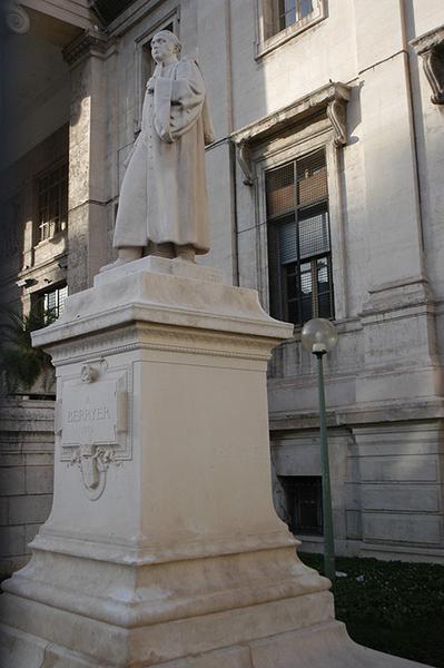 Monument à Pierre-Antoine Berryer