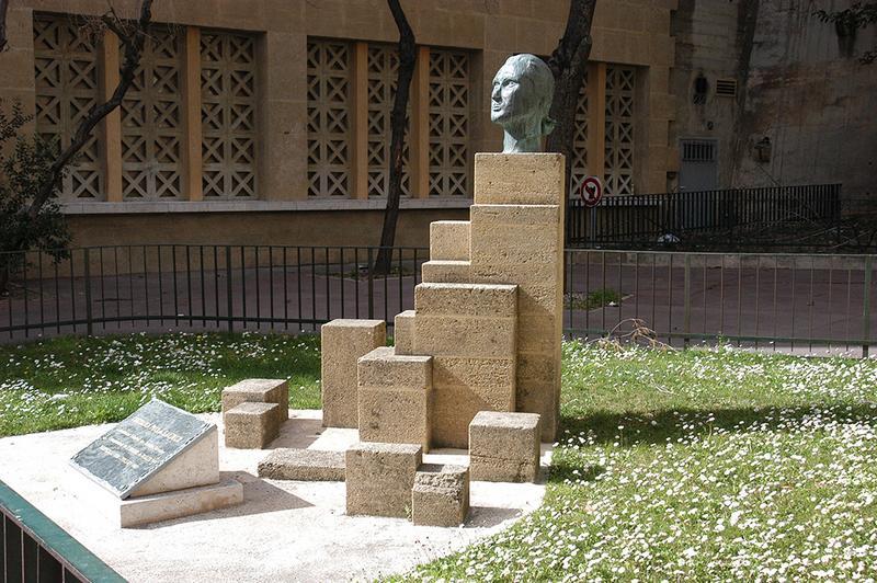 Monument au chevalier Paul de Saumur