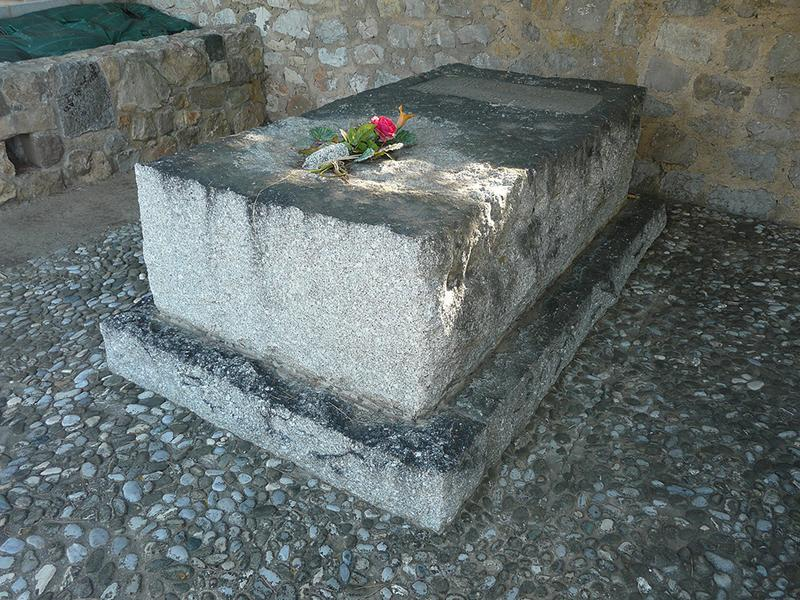 Tombe de Saint-John Perse