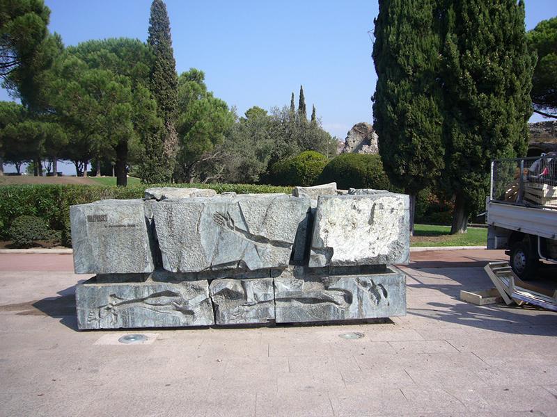 Monument commémoratif aux victimes de la catastrophe de Malpasset