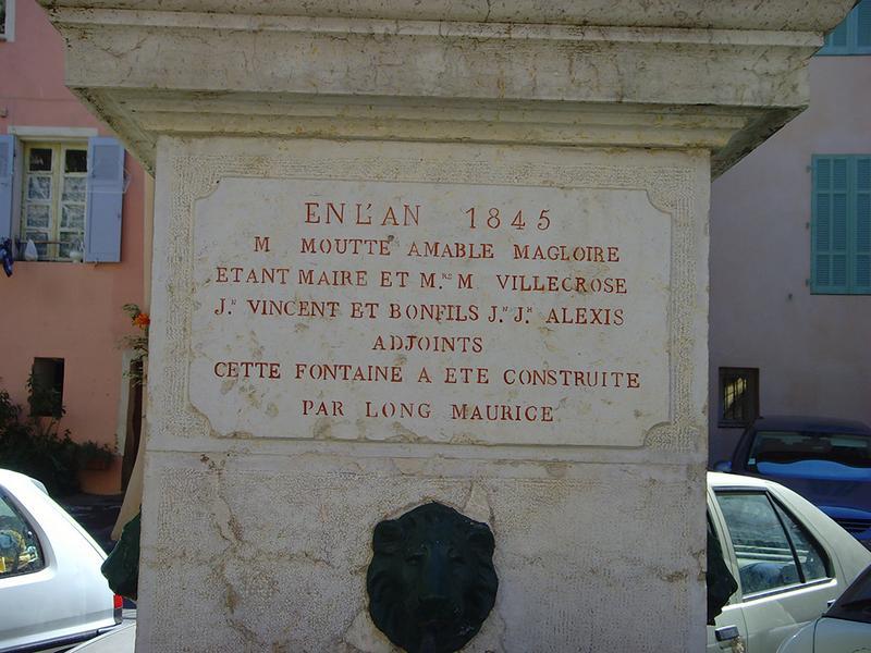 Fontaine, monument à Frédéric Mistral