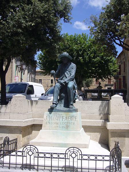 Monument commémoratif à Jean-Henri Fabre